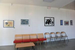 """Coquelicots et Lezards, acryliques sur papier exposés au centre culturel """"Point du Jour"""""""