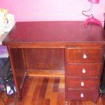 Petit bureau ancien repeint et vernisnis