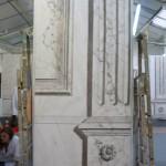 Panneau marbre blanc veiné et gris brèché