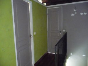 enduit acrylique vert et portes grises